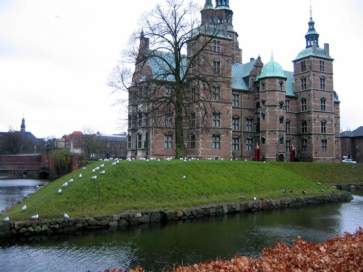 side view of Rosenborg Castle