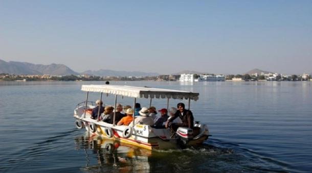 Speed boat ride to belur math